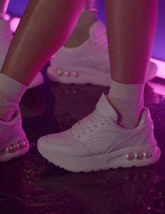 Discover Nicholas Kirkwood AW19 Sneakers pearl collection